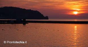 La magia del tramonto sull'isola d'Ischia