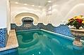 La piscina coperta 30° con idromassaggi e cascata cervicale.